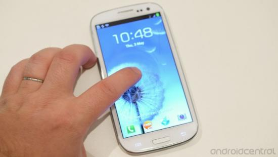 Samsung introduces the Galaxy S III, with a riverstone shape and wireless chargi